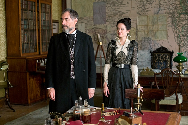 Timothy Dalton as Sir Malcolm and Eva Green as Vanessa Ives in Penny Dreadful (season 1, episode 2). - Photo: Jonathan Hession/SHOWTIME- Photo ID: PennyDreadful_102_1519